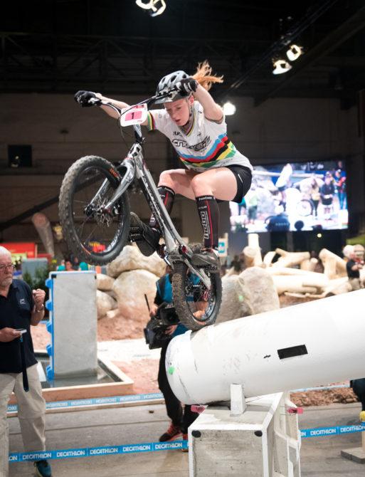 Die mehrfache Deutsche Meisterin, amtierende Europameisterin und 3-fache (und aktuelle) Weltmeisterin Nina Reichenbach in einer Wettkampfsituation.