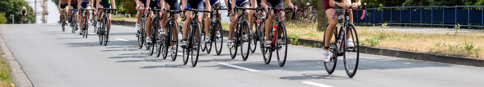 Radfahrer im Triathlon während eines Rennens in Münster 2018.