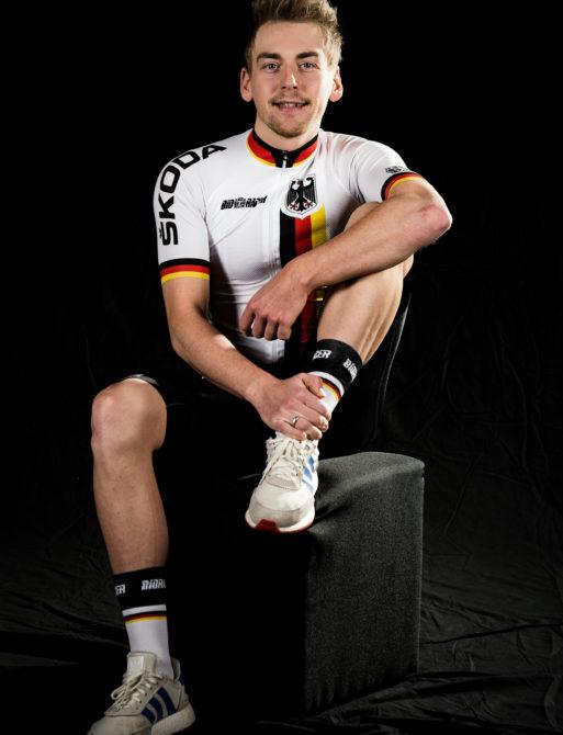 Der amtierende Weltmeister im Zweier-Mannschaftsfahren Theo Reinhardt in sitzennder Position.