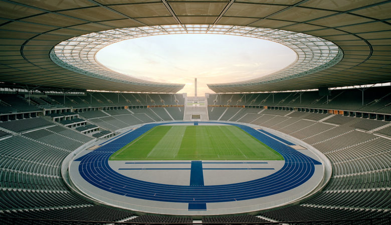 Innenansicht des leeren Olympiastadions