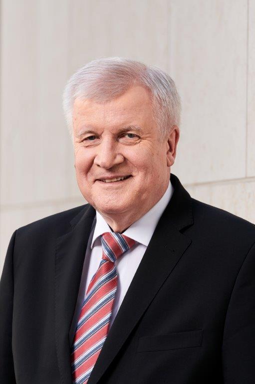 Portraitfoto von Bundesinnenminister Horst Seehofer